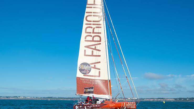 Alan Roura mit seinem Boot 'La Fabrique' vor dem Start zur Vendée Globe