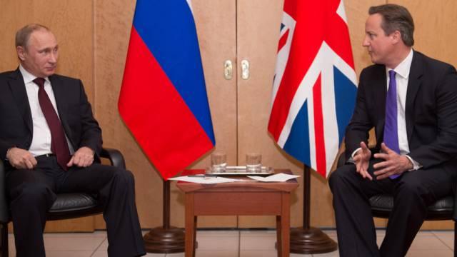Putin (l.) und Cameron in Paris