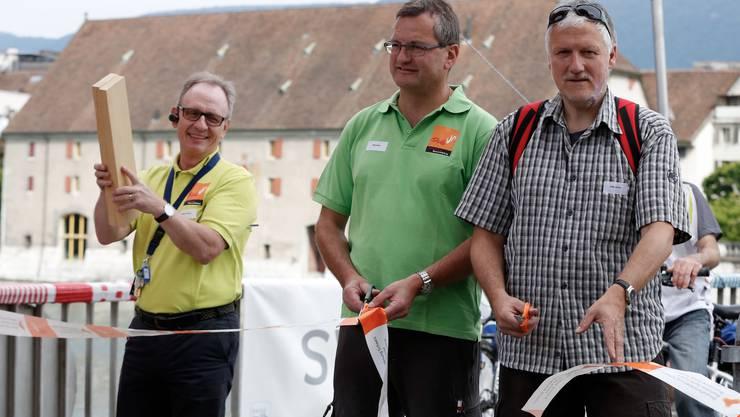 (v.l.) Benno Krämer, Beat Stähli und Peter Gomm eröffnen den 4. Slow Up Solothurn-Buechibärg.