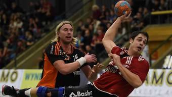 Kreisläufer Mathias Kasapidis (28, am Ball) verlässt den NLA-Absteiger Suhr Aarau nach zwei Saisons und wechselt zum dänischen Erstdivisionär Sydhavsörne.