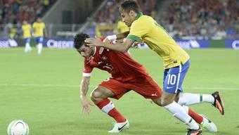 Superstar Neymar biss sich an Blerim Dzemaili die Zähne aus.
