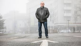 Rolf Wild auf dem stillgelegten Abschnitt der Badenerstrasse beim Zentrumsplatz in Schlieren: Hier wird im kommenden August die städtische Bundesfeier stattfinden.