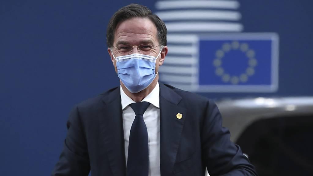 Die Oppositionsparteien werfen Ministerpräsident Mark Rutte (Bild) und seinem Gesundheitsminister Hugo de Jonge Versagen vor, weil das Land erst mehr als zwei Wochen nach anderen EU-Ländern impfen wird. Foto: Yves Herman/Pool Reuters/AP/dpa