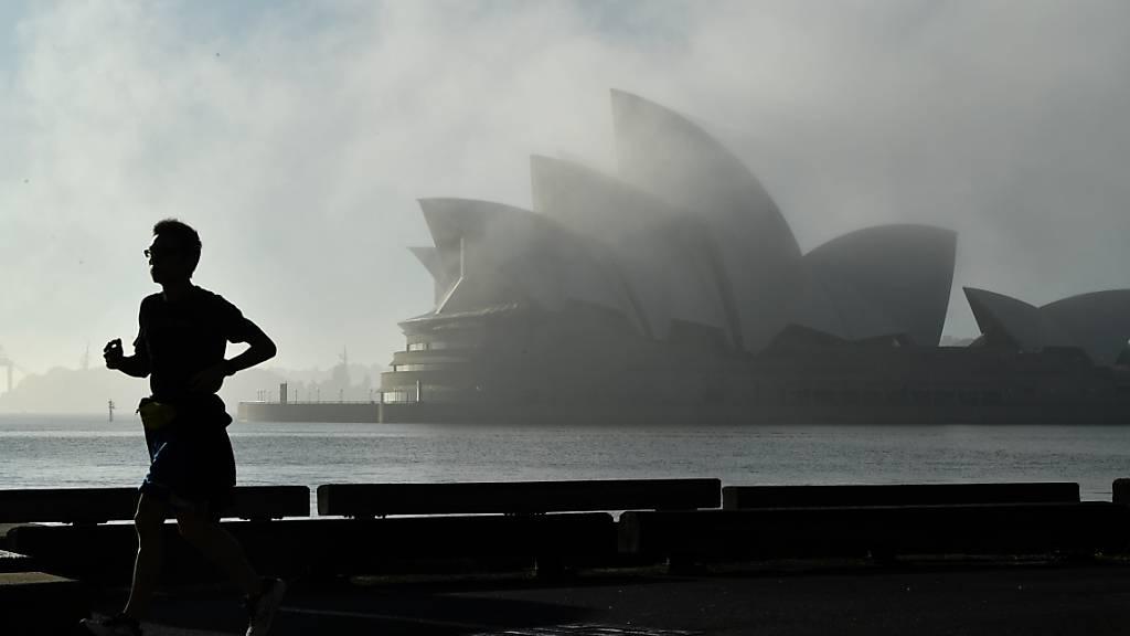 Morning fog lifts over the Sydney Opera House in Sydney, Sunday, October 3, 2021. (AAP Image/Joel Carrett) NO ARCHIVING