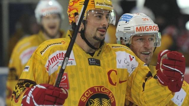 Pascal Pelletier (l.) geht weiterhin für Langnau auf Torejagd.
