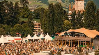 Lauschig: Das erstmals durchgeführte Seaside Festival in Spiez vermochte die Besucher auch dank seiner schönen Lage anzuziehen. (zVg)