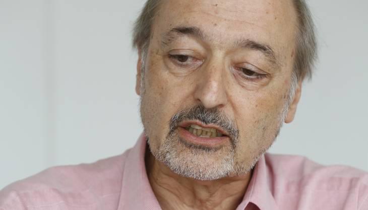 Gemeindepräsident in Zuchwil seit 2001; Gemeinderat seit 1985.Vorher Bezirkslehrer und Berufsbildungsexperte beim Biga und später beim BBT.