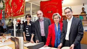 Von links: Projektleiterin Rebekka Wyler, AGB-Präsident Kurt Emmenegger, Staatsarchivarin Andrea Voellmin, Landammann Urs Hofmann. Foto: André Albrecht