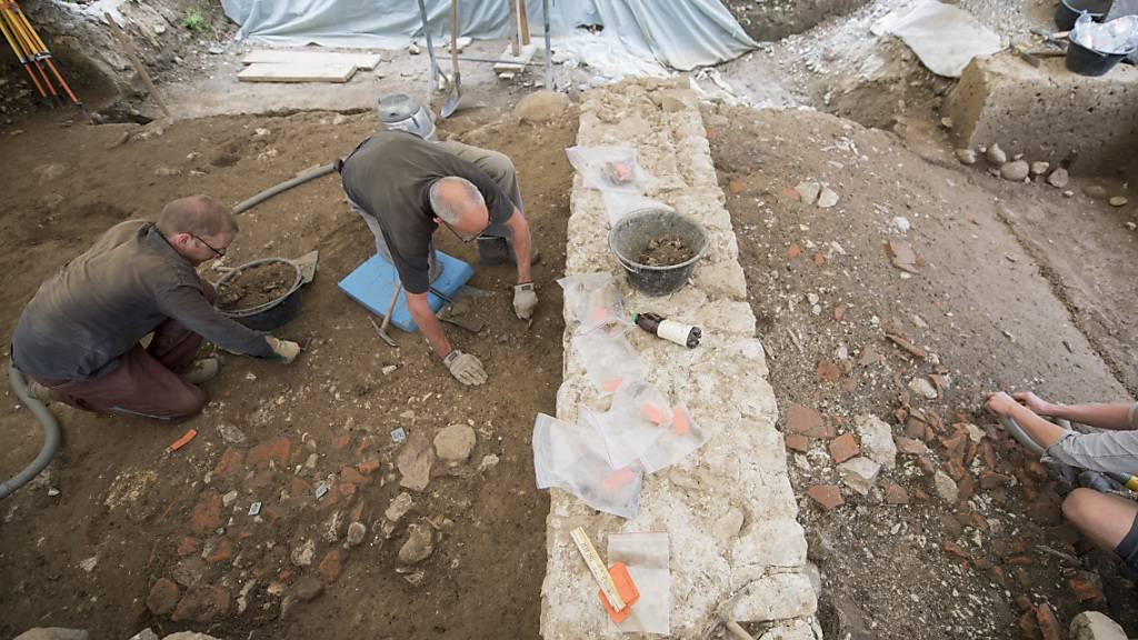 Bei Ausgrabungen am Badener Kurplatz ist ein römisches Badebecken entdeckt worden, das aus der Römerzeit stammt. (Symbolbild)