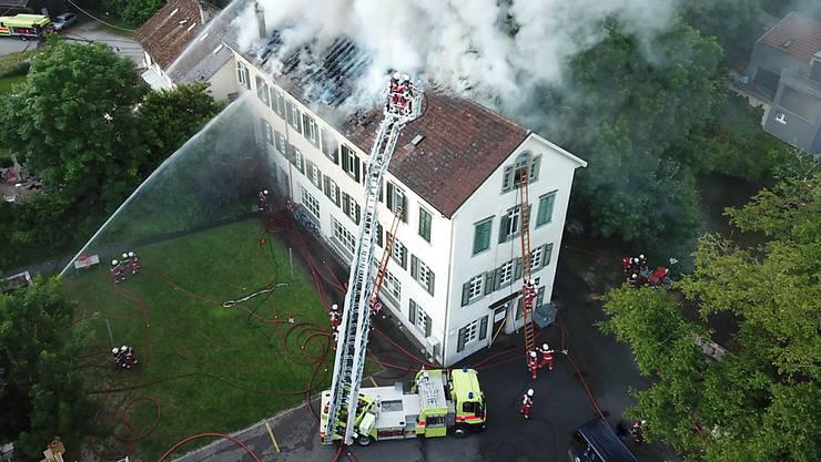 Beim Brand in Feuerthalen wurden fünf Personen leicht verletzt.