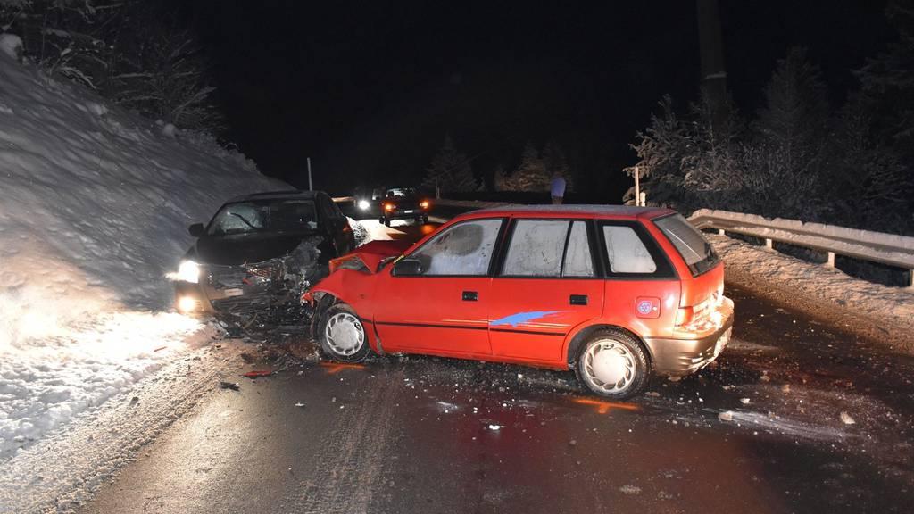 Die Strasse musste nach dem Unfall zwei Stunden gesperrt werden.