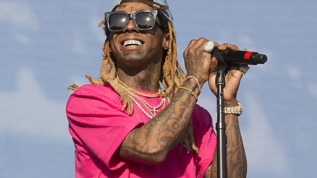 Der US-Rapper Lil Wayne ist in Florida wegen illegalem Waffenbesitz angeklagt worden. (Archivbild)