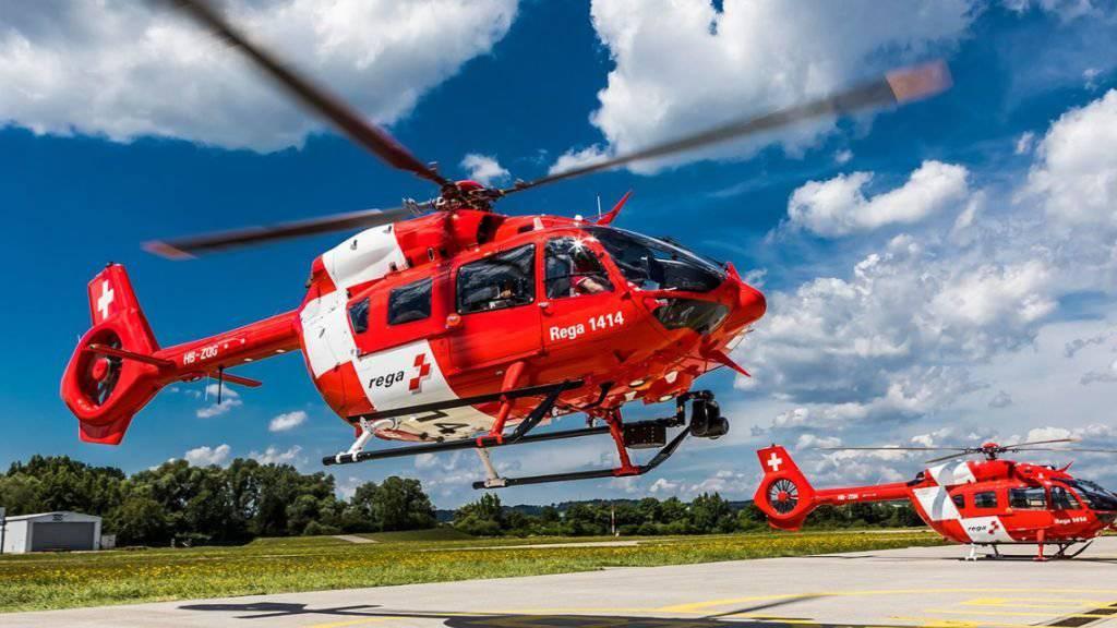 Die Rettungsflugwacht Rega hat die ersten zwei von sechs neuen Rettungshelikoptern erhalten: Ab Herbst werden die zweimotorigen H145 ab Basel und Bern eingesetzt.