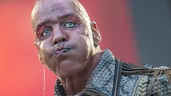 Ein Virus gegen ihn existiert noch nicht: Rammstein-Sänger Til Lindemann bei der Tournee 2019 in Frankfurt. (Archivbild)