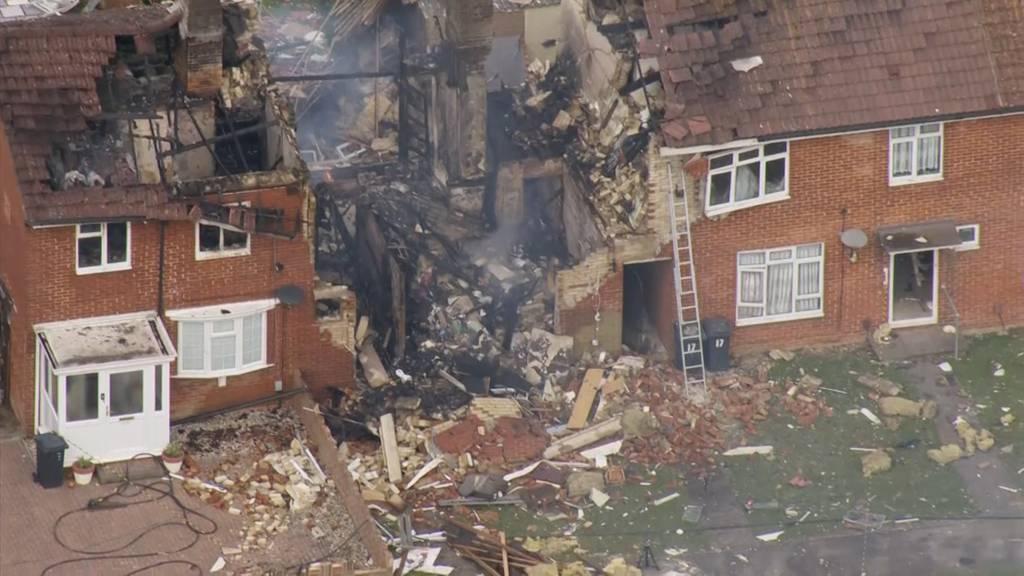 Explosion zertrümmert Wohnhaus in England