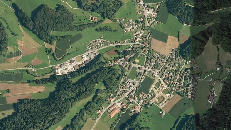 Die Karte zeigt die Gemeinde Uerkheim von oben.