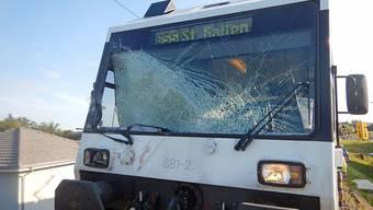 Der Regionalzug Richtung St. Gallen krachte in eine kaputte Bahnschranke.