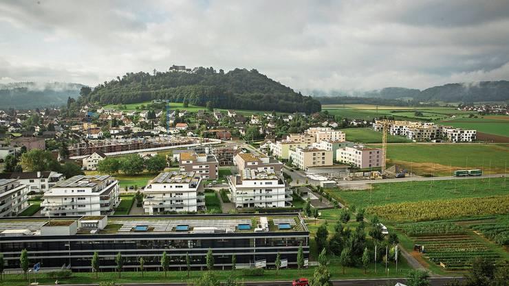 61 Prozent der Zuzüger in Staufen waren letztes Jahr 20-bis 39-jährig. Die vielen Neubauwohnungen können also besser als gemeinhin erwartet  absorbiert werden. Das Bild zeigt die Bautätigkeit im Quartier Esterli/Flöösch.