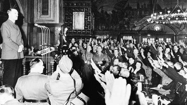 Adolf Hitler spricht 1941 erneut im Hofbräuhaus.