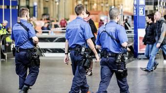 Die Zürcher Kantonspolizei wurde auf die Amok-Drohungen hingewiesen und leitete sofort Ermittlungen ein. Ein Mann wurde verhaftet, ein zweiter kontrolliert.