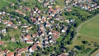 Gut 900 Einwohner zählt Oeschgen aktuell. Die bestehenden Baulandreserven bieten noch Platz für rund 80 Einfamilienhäuser und 70 Wohnungen.