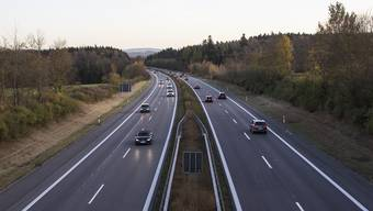 Auf der Autobahn ohne Autonummer. (Symbolbild)