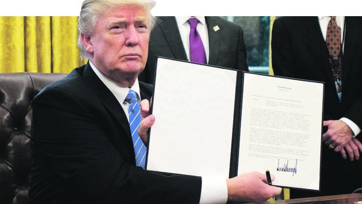 Am Montag zog sich Trump mit einem «Presidential Memorandum» aus dem Handelsabkommen «TPP» zurück.