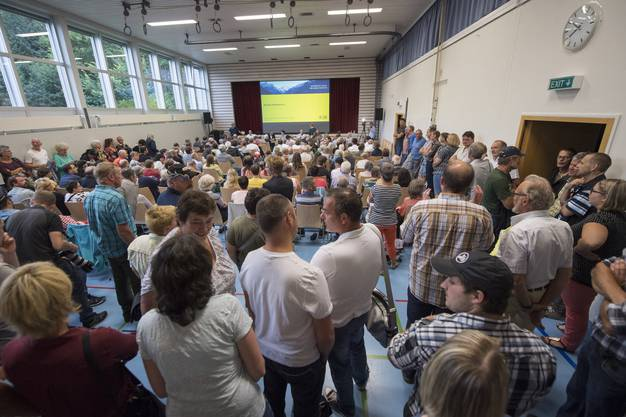 In der Urner Gemeinde Seelisberg ist es bei einem Infoanlass für ein geplantes Asylzentrum zum Eklat gekommen.