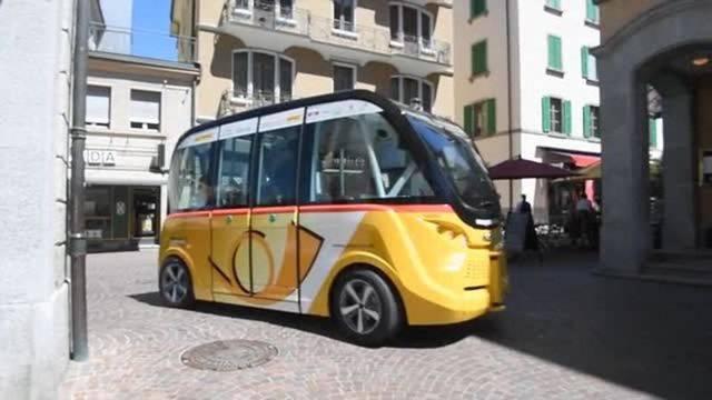 Feierten im Juni 2016 Schweizer Premiere: Die ersten selbstfahrenden Postautos in Sitten.
