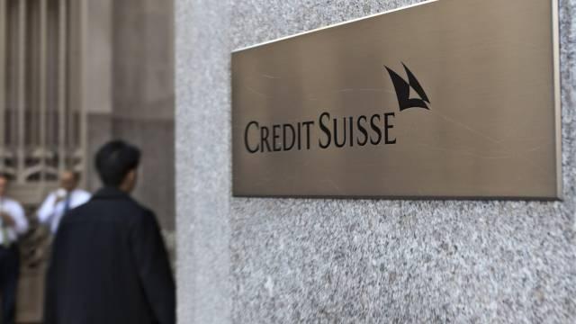 Fussgänger vor Gebäude der Credit Suisse in New York (Archiv)