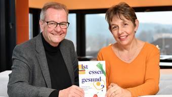 Der bekannte Oltner Herzspezialist Hugo Saner und die diplomierte Ernährungsberaterin Beatrice Conrad Frey aus Langenthal haben gemeinsam ein Buch über Ernährung geschrieben.