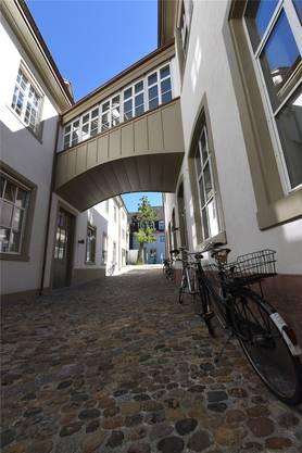 Rheinwacken und Pflasterstein: Das neue Gässli soll Altstadtflair ausstrahlen.