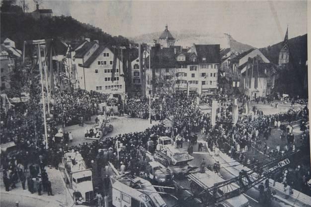 Dieses Hauptbild, damals von Roger Kaysel gemacht, zierte die Reportage über das zweitägige Tunnelfest im Badener Tagblatt vom 1. November.