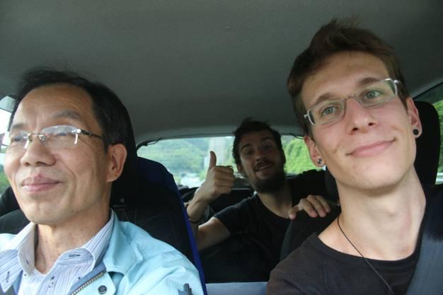 Von Fukuoka nach Kitakyushu_ ... erzähle, sagt er mir_'Ich kenne einen Blogger, der genau dasselbe macht.' Mit diesem Blogger meinte er mich, ohne es zu wissen
