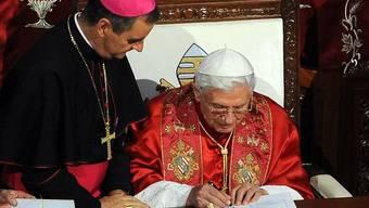 Papst Benedikt XVI. unterzeichnet in Beirut das Nahost-Dokument zur schwierigen Lage der Christen in der Region