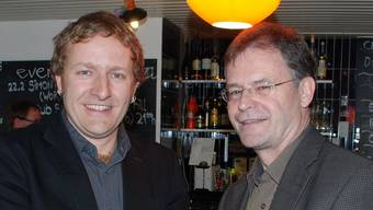 Willkommensgeschenk: Arsène Perroud (links) erhält von Gemeindeammann Walter Dubler die Schlüssel für das Gemeinderatszimmer. fh