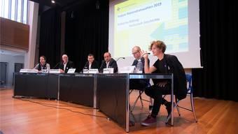 Podiumsleiter Lucien Fluri (3. v. l.) lässt Vertreter von Jungfreisinnige, GLP, SVP, EVP und JUSO diskutieren (v.l.). Bild: Hansjörg Sahli