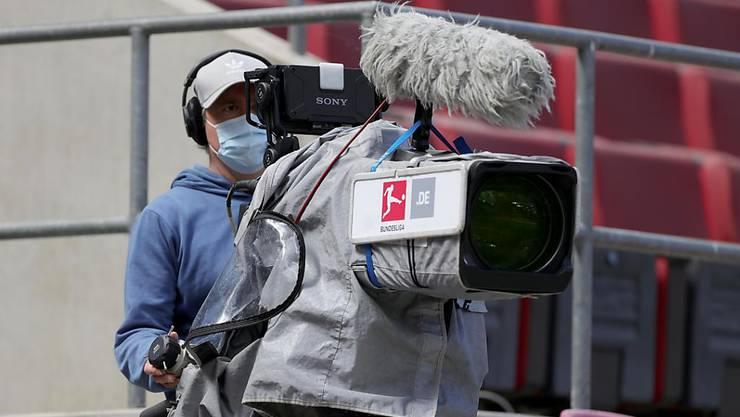 Die 36 Klubs der 1. und 2. Bundesliga müssen ab 2021 Abstriche bei den TV-Geldern machen