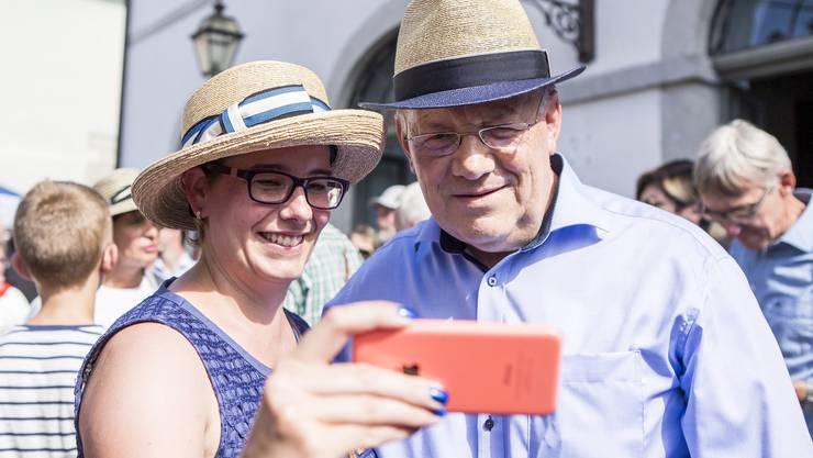 FDP-Grossrätin Jeanine Glarner mit Bundesrat Johann Schneider-Ammann.