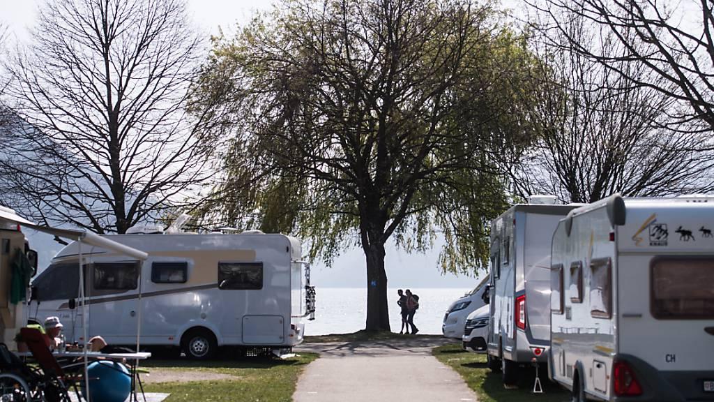 Auf die Campingplätze in der Schweiz dürfte es diesen Sommer wieder einen regelrechten Run geben. Die Onlinebuchungen liegen um gut 250 Prozent über Vorjahr. (Archivbild)