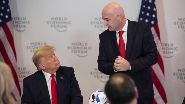 Begnadete Sportler unter sich: Donald John Trump und Gianni «Johnny» Infantino am WEF - und erst noch sauber protokolliert.