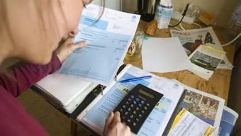 Die Krankenkassenprämien steigen jedes Jahr. Damit verschärft sich auch das Verschuldungsproblem.