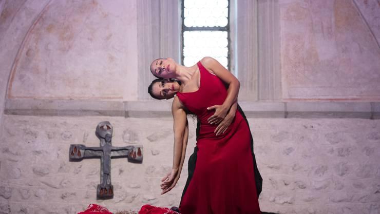 Die Vorstellung «feu sacré» der Tanzcompagnie Flamencos en route wird im Rahmen der Feierlichkeiten zum Gedenken an die Nonne und Schriftstellerin Silja Walter im Kloster Fahr gezeigt. Die Vorstellung begann in der St. Anna Kapelle.