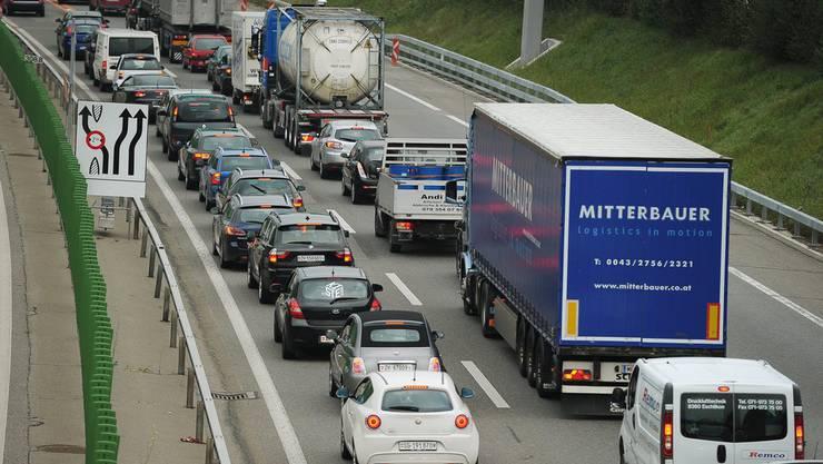 Wegen des Unfalls im Üetlibergtunnel entstand grösserer Stau. (Symbolbild)