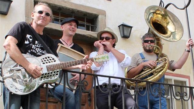 Marco Marchi (l.) wird mit seiner Band The Mojo Workers im «Blues Train» zwischen Sissach und Olten aufspielen.