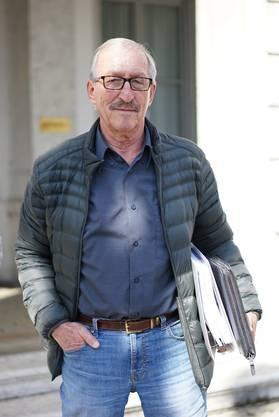 Der frühere Freiheitspartei-Politiker Kurt Schläfli vor dem Amtsgericht Bucheggberg-Wasseramt. Er wurde freigesprochen, Juso-Präsidentin Tamara Funiciello beleidigt zu haben.