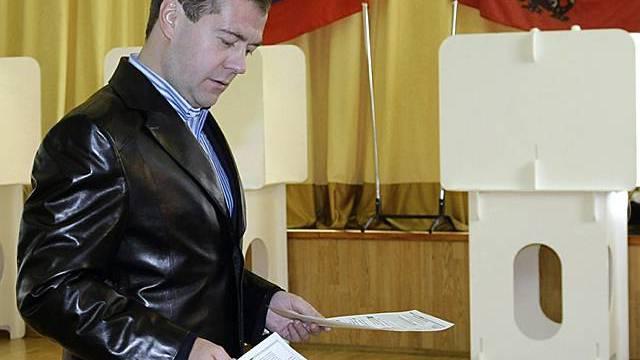 Präsident Medwedew bei der Stimmabgabe