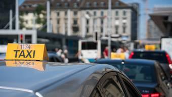 Der Taxifahrer warf einem Polizisten vor, die Alkoholtests manipuliert zu haben. (Symbolbild)