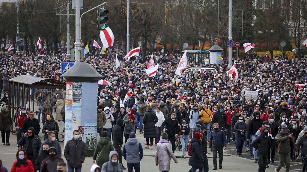 Verfolgte und Verletzte in Belarus erhalten finanzielle Hilfe