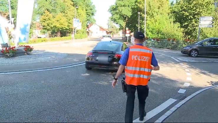 Der Zürcher Audi-Lenker war durch sein Telefonat derart abgelenkt, dass er das Haltezeichen der Polizei völlig übersah.